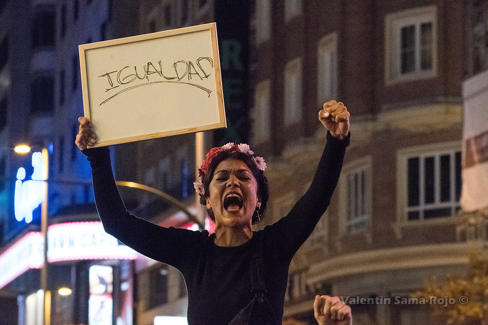 Madrid, Spain. 8th March, 2017. Woman holding a whiteboard with the word 'equality' in Spanish and shouting during the International Women's Day. © Valentin Sama-Rojo