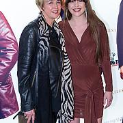 NLD/Amsterdam/20200218 - Premiere The Gentlemen, Robin Martens met haar moeder
