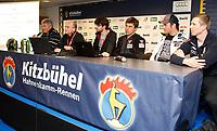 Alpint<br /> World Cup<br /> Kithbühel Østerrike<br /> 19.01.2012<br /> Foto: Gepa/Digitalsport<br /> NORWAY ONLY<br /> <br /> FIS Weltcup, Hahnenkamm-Rennen, Side Events, Praesentation FIS and Dainese,  <br /> Pressekonferenz. Bild zeigt Renndirektor Guenter Hujara (FIS), Mitarbeiter von Dainese, Kristian Ghedina, Aksel Lund Svindal (NOR) und Werner Heel (ITA).