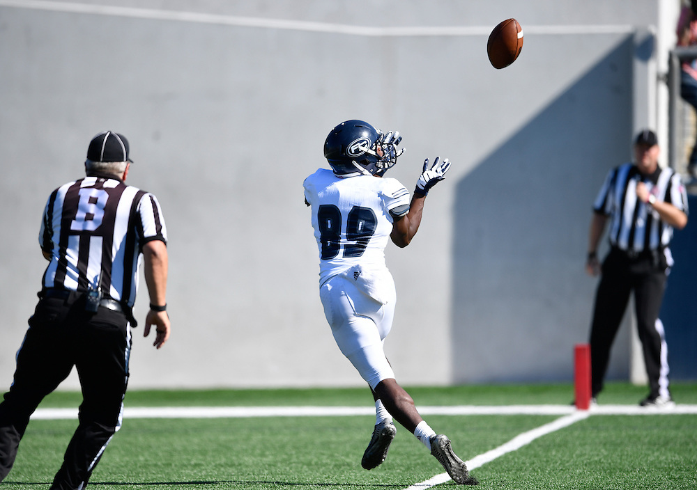 Fullerton College receiver Daurice Simpson (89) catches a first quarter 36 yard touchdown pass in a 35-14 win over Orange Coast College on Saturday afternoon.