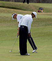 Golf<br /> Foto: SBI/Digitalsport<br /> NORWAY ONLY<br /> <br /> 2005 Open Championship, St. Andrews.<br /> Saturday 16/07/2005<br /> <br /> Colin Montgomery finishes off his putt on the first as Tiger Woods gets ready to putt