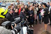 Koningin Máxima opent het FrieslandCampina Innovation Centre in Wageningen. In dit nieuwe centrum brengt het zuivelbedrijf het merendeel van hun onderzoeks- en ontwikkelingsactiviteiten samen. <br /> <br /> Queen Máxima opens FrieslandCampina Innovation Centre in Wageningen. This new center the dairy spends most of their research and development together.<br /> <br /> Op de foto / On the photo:  Koningin Maxima vertrekt / Queen Maxima leaves