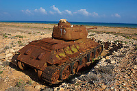 Yemen, ile de Socotra, carcasse d'un char Russe sur la cote Nord. // Yemen, Socotra island, old russian tank on the north coast.