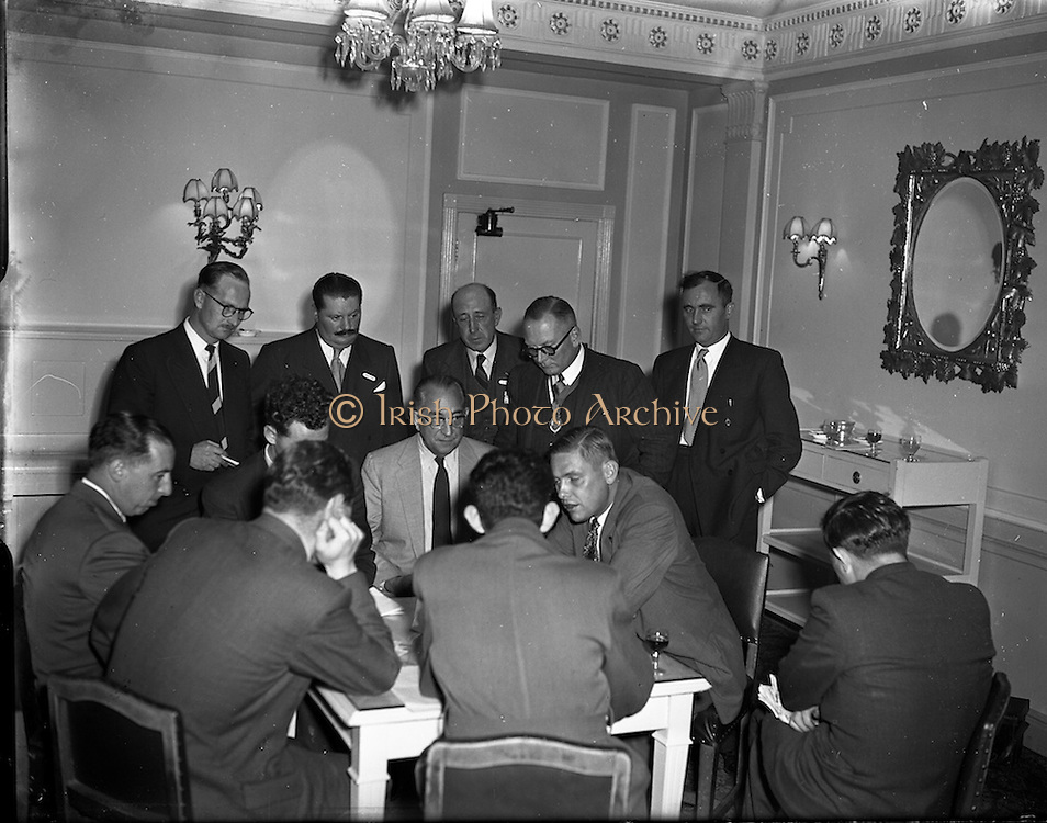 05/10/1954<br /> 10/05/1954<br /> 05 October 1954<br /> American businessmen in Ireland.
