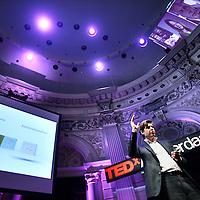 Nederland, Amsterdam , 27 september 2012..EDxAmsterdam organiseert de 4e Nederlandse TED-editie, bekend van de jaarlijkse inspiratie-conferentie in de Verenigde Staten. Het ideeënplatform brengt mensen met ideeën samen met een breed publiek en zet deze om in Ideas Worth Doing. Tijdens TED(x) geven innovatieve denkers korte presentaties van maximaal 18 minuten. Het begon met sprekers uit drie sectoren: Design, Entertainment en Technology (vandaar de naam TED), maar groeide uit tot een veel breder platform met wereldwijde vertakkingen..Op de foto: Arne Gast (partner bij McKinsey & Company en een van Europa's aanvoerders op het gebied van leiderschap en transformationele verandertrajecten.) tijdens de speech..Foto:Jean-Pierre Jans