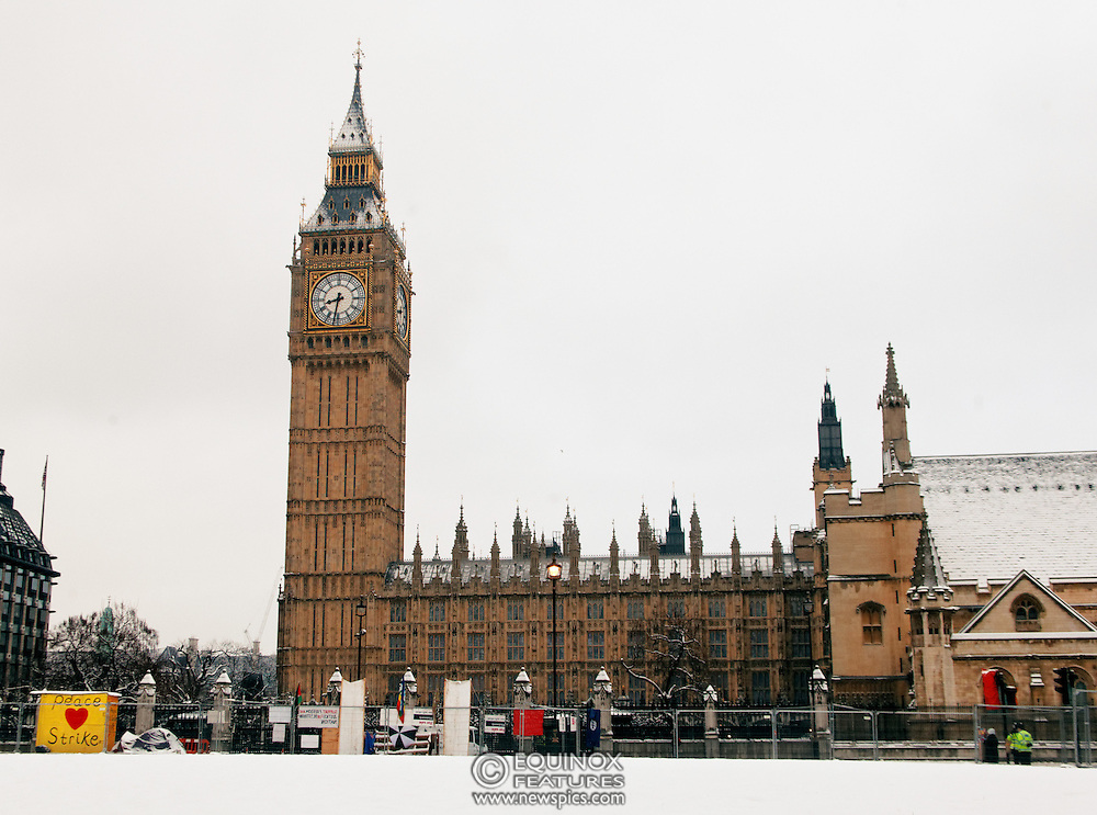 London, United Kingdom - 5 February 2012.A light covering of snow over the Houses of Parliament and Big Ben, Parliament Square, London, England, UK..Copyright: ©2012 Equinox Licensing Ltd. +448700 780000 - Contact: Equinox Features - Date Taken: 20120205 - Time Taken: 083112+0000 - www.newspics.com
