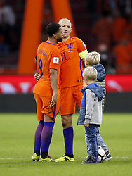 (L-R) Tonny Vilhena of Holland, Arjen Robben of Holland, Luka Robben, Kai Robben, during the FIFA World Cup 2018 qualifying match between The Netherlands and Sweden at the Amsterdam Arena on October 10, 2017 in Amsterdam, The Netherlands