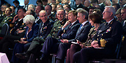 Koning Willem Alexander bij Future Force Conference 2015 in het Nationaal Militair Museum, Soesterberg. De driedaagse conferentie richt zich op de krijgsmacht van de toekomst. <br /> <br /> King Willem Alexander at Future Force 2015 Conference in the National Military Museum, Soesterberg. The three-day conference focuses on the armed forces of the future.<br /> <br /> Op de foto / On photo:  Commandant der Strijdkrachten Tom Middendorp , Koning Willem-Alexander en burgemeester van Soest Rob Metz  /// Chief of Defence Tom Middendorp, King Willem-Alexander and mayor of Soest Rob Metz