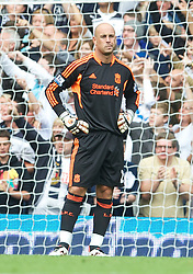 18.09.2011, White Hart Lane, London, ENG, PL, Tottenham Hotspur FC vs Liverpool FC, im Bild Liverpool's goalkeeper Jose Reina looks dejected after his mistake handed Tottenham Hotspur the third goal during the Premiership match at White Hart Lane. EXPA Pictures © 2011, PhotoCredit: EXPA/ Propaganda Photo/ David Rawcliff +++++ ATTENTION - OUT OF ENGLAND/GBR+++++