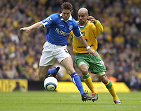 Fotball<br /> England 2004/2005<br /> Foto: SBI/Digitalsport<br /> NORWAY ONLY<br /> <br /> Norwich v Birmingham<br /> FA Barclays Premiership<br /> 07/05/2005<br /> <br /> Norwich's Leon McKenzie and Birmingham's Matthew Upson battle for the ball.