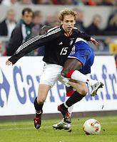Fotball<br /> Treningslandskamp<br /> 15.11.2003<br /> Tyskland v Frankrike 0-3<br /> Foto: Digitalsport<br /> Norway Only<br /> <br /> v.l. Andreas HINKEL - Lilian THURAM