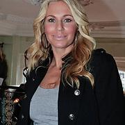 NLD/Amsterdam/20110228 - Presentatie Mama Licious, Ellemieke Vermolen met zoontje Zenna