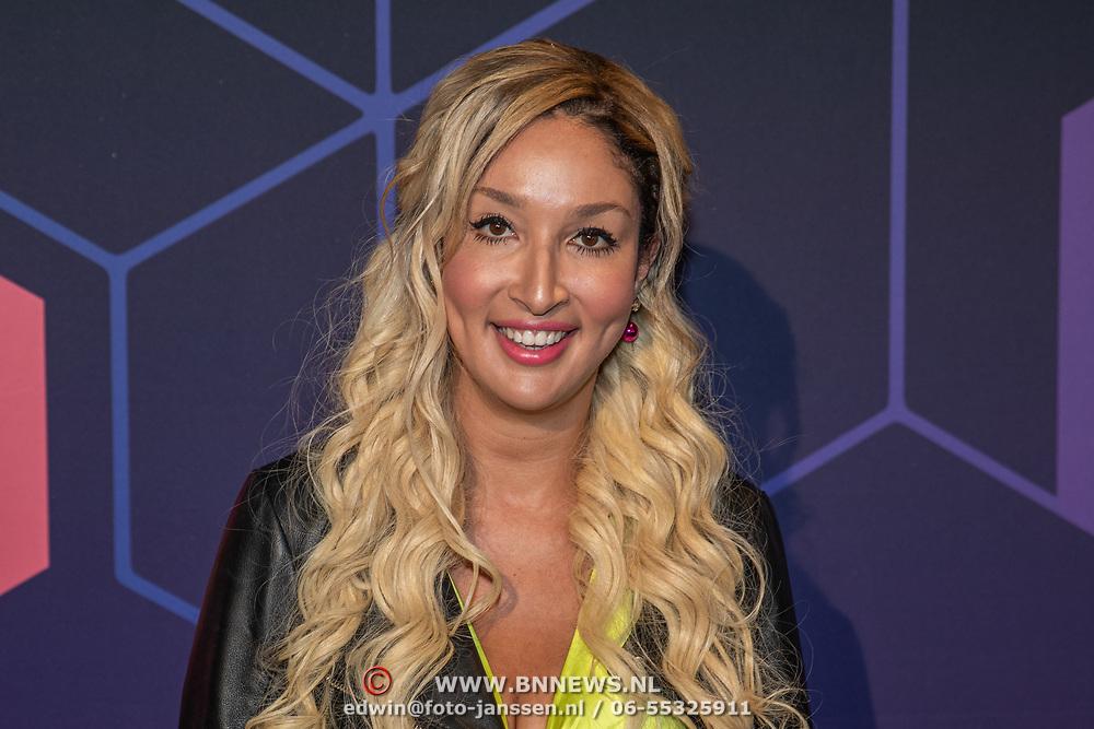 NLD/Amsterdam/20190613 - Inloop uitreiking De Beste Social Awards 2019, Soundos El Ahmadi met blonde haren