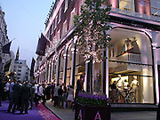 Asprey Store relaunch party after rebuilding. New Bond St. 18 May 2004. ONE TIME USE ONLY - DO NOT ARCHIVE  © Copyright Photograph by Dafydd Jones 66 Stockwell Park Rd. London SW9 0DA Tel 020 7733 0108 www.dafjones.com