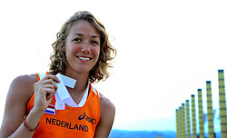 01-08-2010 ATLETIEK: EUROPEAN ATHLETICS CHAMPIONSHIPS: BARCELONA <br /> Yvonne Hak with her silver medal in the 800 meters<br /> ©2010-WWW.FOTOHOOGENDOORN.NL