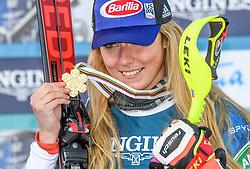 15.02.2021, Cortina, ITA, FIS Weltmeisterschaften Ski Alpin, Alpine Kombination, Damen, Siegerehrung, im Bild Goldmedaillen Gewinnerin und Weltmeisterin Mikaela Shiffrin (USA) // Gold Medalist and World Champion Mikaela Shiffrin of the USA during the winner ceremony for the women's alpine combined of FIS Alpine Ski World Championships 2021 in Cortina, Italy on 2021/02/15. EXPA Pictures © 2021, PhotoCredit: EXPA/ Erich Spiess
