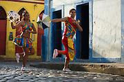 Olinda_PE, 10 de Setembro de 2012<br /> <br /> <br /> Dupla de frevo no Centro Historico de Olinda.<br /> <br /> Bailarinos Bruna Renata e Jose Lopes.<br /> <br /> Foto: LEO DRUMOND / NITRO