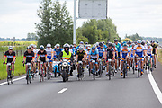 Op de snelweg N31 bij Garyp rijden fietsers mee met de Elfwegentocht, wat de grootste parade van duurzame voertuigen moet zijn.<br /> <br /> Cyclists participate at the Elfwegentocht (eleven city tour) at the highway N31 near Gary. The tour is supposed to be the largest parade of sustainable vehicles.