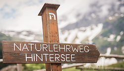 THEMENBILD - ein Wegweiser aus Holz weißt auf den Naturlehrweg Hintersee hin. Der Hintersee ist ein kleiner Gebirgssee in 1313 m Höhe im Talschluss des Felbertals in Mittersill. Der Bergsee ist ein Naturdenkmal und wurde unter Schutz gestellt. Der Hintersee gilt als Geheimtipp, Erholungsgebiet und ein Platz, den man gesehen haben muss, aufgenommen am 23. Juni 2019, am Hintersee in Mittersill, Österreich // a wooden signpost points to the nature trail Hintersee. Hintersee is a small mountain lake 1313 m above sea level at the end of the Felbertal valley in Mittersill. The mountain lake is a natural monument and was placed under protection. The Hintersee is an insider tip, a place you must have seen and a recreation area on 2019/06/23, Hintersee in Mittersill, Austria. EXPA Pictures © 2019, PhotoCredit: EXPA/ Stefanie Oberhauser