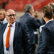 NLD/Amsterdam/20121114 - Vriendschappelijk duel Nederland - Duitsland, Cees Jansma in gesprek met bondscoach Louis van Gaal
