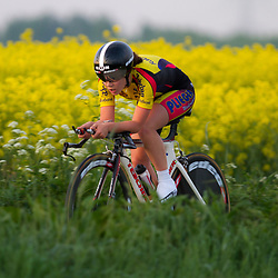 CYCLING 's-Heerenhoek: De eerste tijdrit voor vrouwen in het kader van de tijdritcompetitie werd verreden voorafgaand aan de omloop van Borsele.  Lotte van Hoek