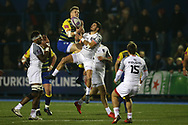 Gareth Anscombe of Cardiff Blues jumps highest to claim a high ball. European Rugby Challenge Cup, pool 2 match, Cardiff Blues v Toulouse at the BT Cardiff Arms Park, in Cardiff, South Wales on Sunday 14th January 2018.<br /> pic by  Andrew Orchard, Andrew Orchard sports photography.