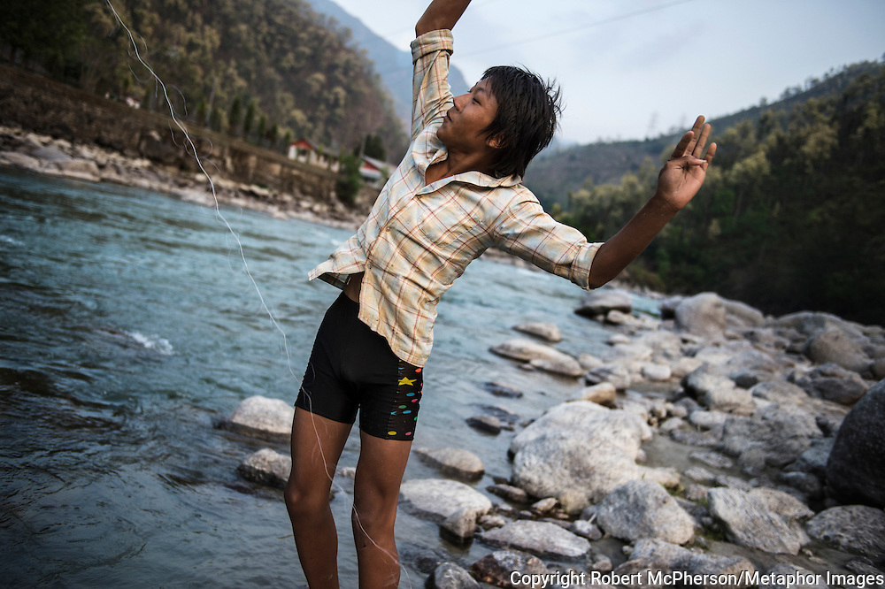 The boys are pro fishers using ropes and stones and unique technique to catch the fish. Dipesh`s mum smokes the fish and conserves it at home. Nepal is the second richest country in water resource but they still meet challenges with building hydropower. Everyday electric current goes off for hours and people are compelled to live in the darkness. Norway is one of the countries who have earned a lot of money on building hydropower in Nepal, but the country itself still remains poor and undeveloped. After the earthquakes that struck Nepal in 2015 the situation is even worse.