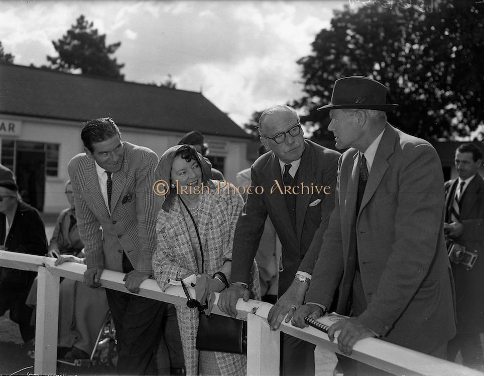 20/09/1960<br /> 09/20/1960<br /> 20 September 1960<br /> Goffs Bloodstock Sales at Ballsbridge, Dublin. Images shows: (l-r) Mr. N. O'Connell, Farm Manager; Mrs Hastings, Major G.L. Hastings and Captain G. Fane, (England) Stony Murdock.