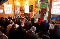 06.11.2011 Bohoniki (woj podlaskie) Polscy Tatarzy rozpoczeli swieto Kurban Bajram ( Swieto Ofiarowania ) jedno z najwazniejszych swiat muzulmanskich . W Bohonikach w ofierze zlozono byka n/z modlitwa w meczecie fot.Michal Kosc/AGENCJA WSCHOD UWAGA!!!ZDJECIA NIE MOGA BYC WYKORZYSTANE W INNYM KONTEKSCIE NIZ DOTYCZACYM POLSKICH TATAROW ANI OBRAZAJACYM UCZUCIA RELIGIJNE MNIEJSZOSCI TATARSKIEJ!!!