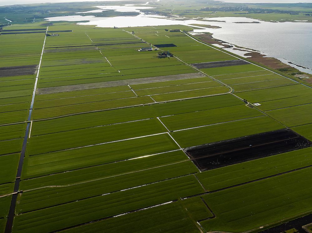 Nederland, Friesland, Gemeente Sudwest-Fryslan (Zuidwest-Friesland), 16-04-2012. 'It Lege Midden' (het lage midden). Groote Noordwolderpolder. Veenveenpolder, is drooggemaakt na het vervenen. Achter de polder het meer De Holken, rechts de Fluezen (Fluessen)..Typical Frisian countryside: lakes, sparse farms in the polders, meadows..luchtfoto (toeslag), aerial photo (additional fee required);.copyright foto/photo Siebe Swart