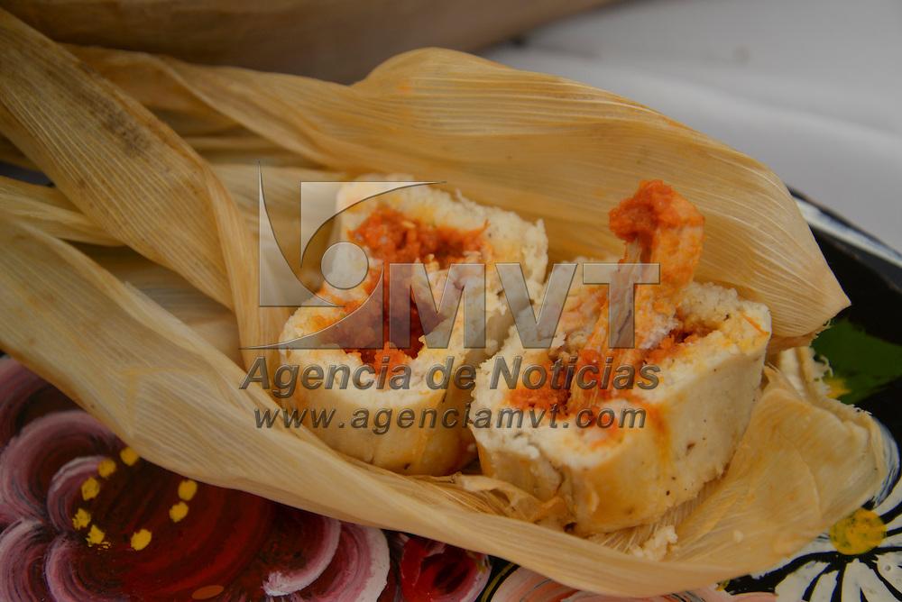 Ocoyoacac, México.- Por segundo año consecutivo el municipio de Ocoyoacac realizo la Feria del Tamal, en donde los asistentes pudieron disfrutar de una gran variedad de los famosos tamales de ollita, tradicionales de este lugar, al igual que atoles de diferentes sabores. Agencia MVT / Crisanta Espinosa