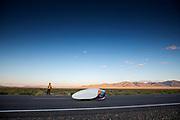 De avondruns op de vierde racedag. Het Human Power Team Delft en Amsterdam, dat bestaat uit studenten van de TU Delft en de VU Amsterdam, is in Amerika om tijdens de World Human Powered Speed Challenge in Nevada een poging te doen het wereldrecord snelfietsen voor vrouwen te verbreken met de VeloX 9, een gestroomlijnde ligfiets. Op 10 september 2019 verbreekt het team met Rosa Bas het record met 122,12 km/u. De Canadees Todd Reichert is de snelste man met 144,17 km/h sinds 2016.<br /> <br /> With the VeloX 9, a special recumbent bike, the Human Power Team Delft and Amsterdam, consisting of students of the TU Delft and the VU Amsterdam, wants to set a new woman's world record cycling in September at the World Human Powered Speed Challenge in Nevada. On 10 September 2019 the team with Rosa Bas a new world record with 122,12 km/u.  The fastest man is Todd Reichert with 144,17 km/h.