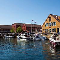 Fiskebrygga i Kristiansand en sommers dag.