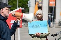 01 MAY 2020, BERLIN/GERMANY:<br /> Demonstration einer IG Metall Gruppe am Tag der Arbeit unter Wahrung der Corona-Abstandsregeln aufgrund der Corona-Pandemie, Potsdamer Platz<br /> IMAGE: 20200501-01-002<br /> KEYWORDS: Corvid-19, Demo, Demostration, Protest