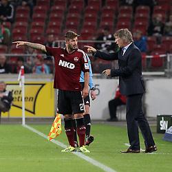 25-10-2013 VOETBAL: VFB STUTTGART - FC NURNBERG: STUTTGART<br /> Marvin Plattenhardt ( 1 FC Nuernberg ) Rechts Trainer Gertjan Verbeek<br /> ***NETHERLANDS ONLY***<br /> ©2013-FotoHoogendoorn.nl
