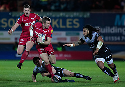 Scarlets' Hadleigh Parkes under pressure from Toulon's Ma'a Nonu<br /> <br /> Photographer Simon King/Replay Images<br /> <br /> European Rugby Champions Cup Round 6 - Scarlets v Toulon - Saturday 20th January 2018 - Parc Y Scarlets - Llanelli<br /> <br /> World Copyright © Replay Images . All rights reserved. info@replayimages.co.uk - http://replayimages.co.uk