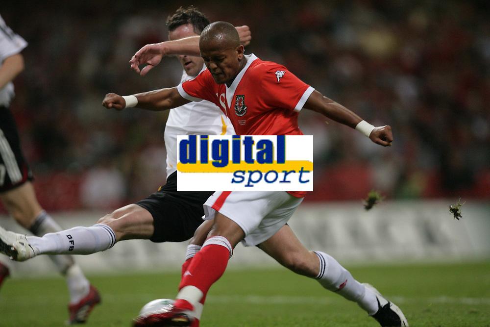 Photo: Rich Eaton.<br /> <br /> Wales v Germany. UEFA European Championships Qualifying. 08/09/2007. Wales' Robert Earnshaw shoots