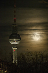 November 14, 2016 - Berlin, Germany - The 'Fernsehturm' television tower is pictured as the so called 'super moon' raises in Berlin, Germany on November 14, 2016. The moon was in its orbit at closest point to Earth after 70 years. (Credit Image: © Emmanuele Contini/NurPhoto via ZUMA Press)
