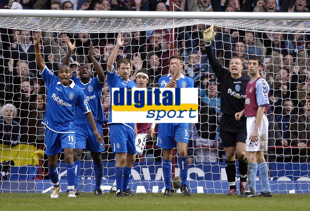 Fotball<br /> Premier League 2004/05<br /> Aston Villa v Birmingham<br /> Villa Park<br /> 12. desember 2004<br /> Foto: Digitalsport<br /> NORWAY ONLY<br /> Aston Villa think they have scored early in the second half, but the Birmingham City defence appeals successfully for a foull