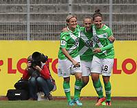 DETTE BILDET INNGÅR IKKE I FASTAVTALER PÅ NETT OG VIL BLI FAKTURERT VED SLIK BRUK.<br /> <br /> Fotball<br /> 30.08.2014<br /> Foto: imago/Digitalsport<br /> NORWAY ONLY<br /> <br /> v.l. Martina Mueller (VfL Wolfsburg), Caroline Graham Hansen (VfL Wolfsburg), Vanessa Bernauer (VfL Wolfsburg) freuen sich über das 1-0<br /> <br /> 1.Bundesliga - Saison 2014/2015<br /> 1.Spieltag: VfL Wolfsburg - SC Freiburg