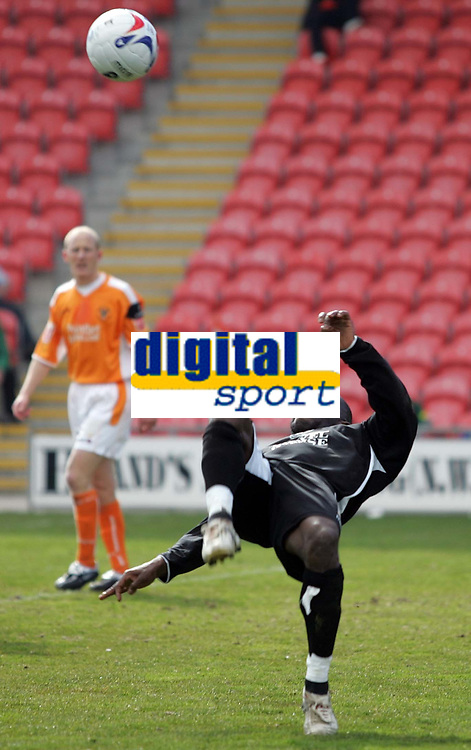 Photo: Paul Thomas.<br /> Blackpool v Swansea City. Coca Cola League 1. 15/04/2006.<br /> <br /> Swansea's Adrian Forbers tries a shot at goal.