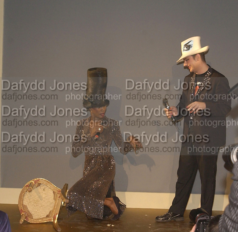 Grace Jones and Boy George. Moet and Chandon fashion tribute to Philip treacy. V. & a. 16 April 2002. © Copyright Photograph by Dafydd Jones 66 Stockwell Park Rd. London SW9 0DA Tel 020 7733 0108 www.dafjones.com