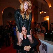 NLD/Amsterdam/20121112 - Beau Monde Awards 2012, Claudia van Zweden op de rug van partner Robert Schoemacher