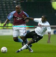 Fotball<br /> Treningskamper England<br /> Foto: SBI/Digitalsport<br /> NORWAY ONLY<br /> <br /> Derby County v Aston Villa<br /> Pre-season friendly. 03/08/2004.<br /> <br /> Derby's Pablo Mills (R) slides in to tackle Darius Vassell
