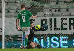 Sebastian Grønning (Viborg FF) scorer til 2-0 bag Kevin Stuhr Ellegaard (FC Helsingør) under kampen i 1. Division mellem Viborg FF og FC Helsingør den 30. oktober 2020 på Energi Viborg Arena (Foto: Claus Birch).