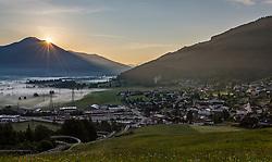 THEMENBILD - Sonnenaufgang über den Zeller Becken und Kaprun im Nebel, aufgenommen am 26. Mai 2018 in Kaprun, Österreich // Sunrise over the Zeller Basin and Kaprun in the fog, Kaprun, Austria on 2018/05/26. EXPA Pictures © 2018, PhotoCredit: EXPA/ JFK