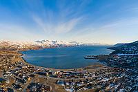 Luftfoto som viser deler av Bjerkvik foran Herjangsfjorden/Ofotfjorden og med Narvik som bakteppe.