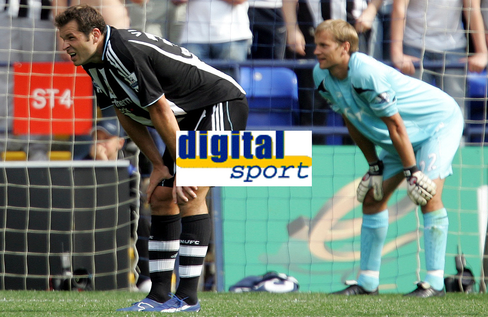 Photo: Paul Thomas. <br />Bolton Wanderers v Newcastle United. Barclays Premiership. 11/08/2007. <br /><br />Mark Viduka (L) of Newcastle and keeper Jussi Jaaskelainen of Bolton take a breather during the game.
