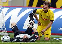 Fotball<br /> Bundesliga 2003/04<br /> Bayer 04 Leverkusen v Borussia Dortmund<br /> 24. april 2004<br /> Foto: Digitalsport<br /> NORWAY ONLY<br /> <br /> Jörg BUTT, Leverkusen, Christian WÖRNS, Dortmund