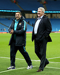 Hull City Manager Steve Bruce jokes with Manchester City staff on the pitch before kick off - Mandatory byline: Matt McNulty/JMP - 01/12/2015 - Football - Etihad Stadium - Manchester, England - Manchester City v Hull City - Capital One Cup - Quarter-final
